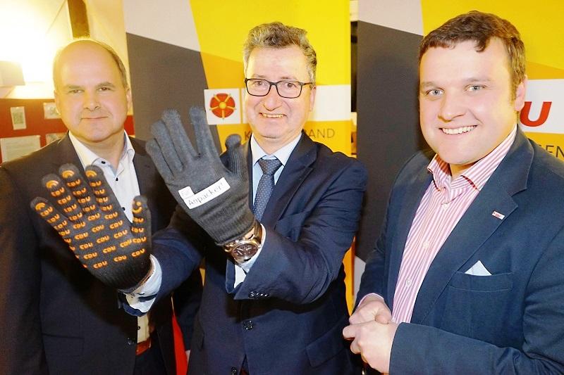 Foto v.l.: Marcus Püster (Bürgermeisterkandidat Schlangen), Jens Gnisa und Lars W. Brakhage (Kreisvorsitzender)